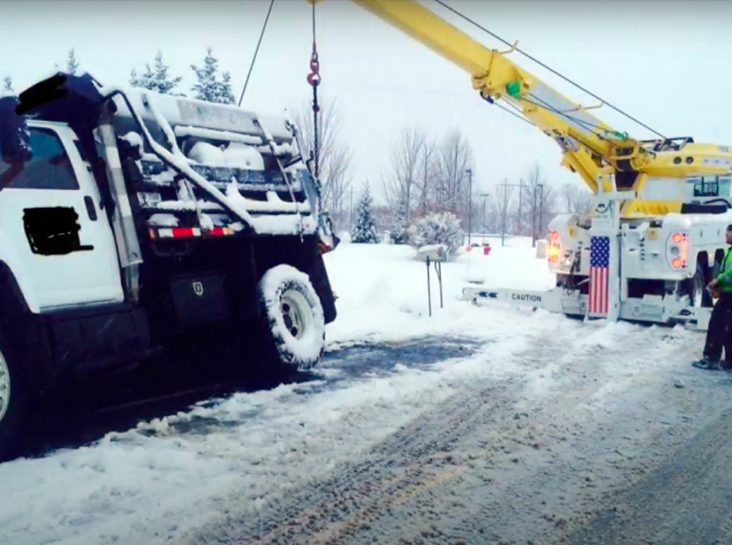 Snow Recovery of the Bee Line Heavy Towing Team