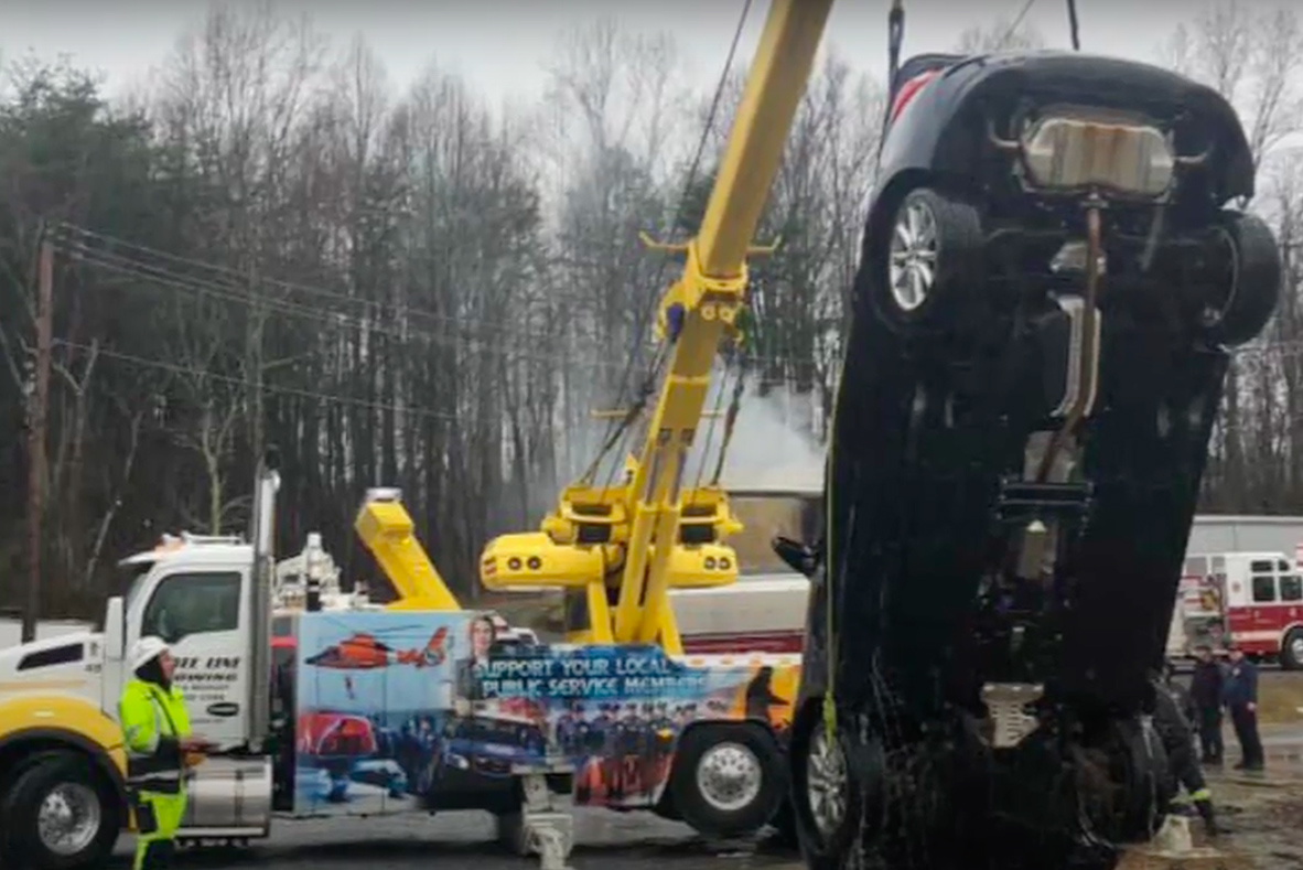 Recovery of a car by Heavy Towing Team